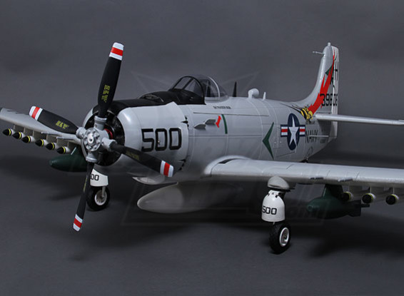 A-1 Skyraider 1600mm w / Retracts, Flaps & Freins pneumatiques (PNF)
