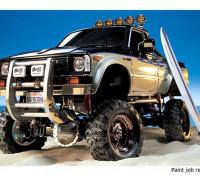 Tamiya Maßstab 1:10 Toyota Hilux High-Lift Truck Kit w / 3-Speed & Surfbrett 58397