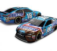 NASCAR Lionel Racing Diecast Car Kyle Busch Snickers Crispier 2017 Toyota Camry 1:24 ARC