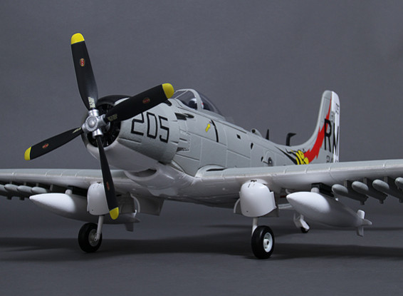 Durafly? A-1 Skyraider w/flaps/retracts/lights/gear doors 1100mm (PNF)