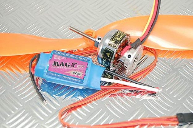 TowerPro BM2410-08T / 18A BEC / 1047 Prop Combo