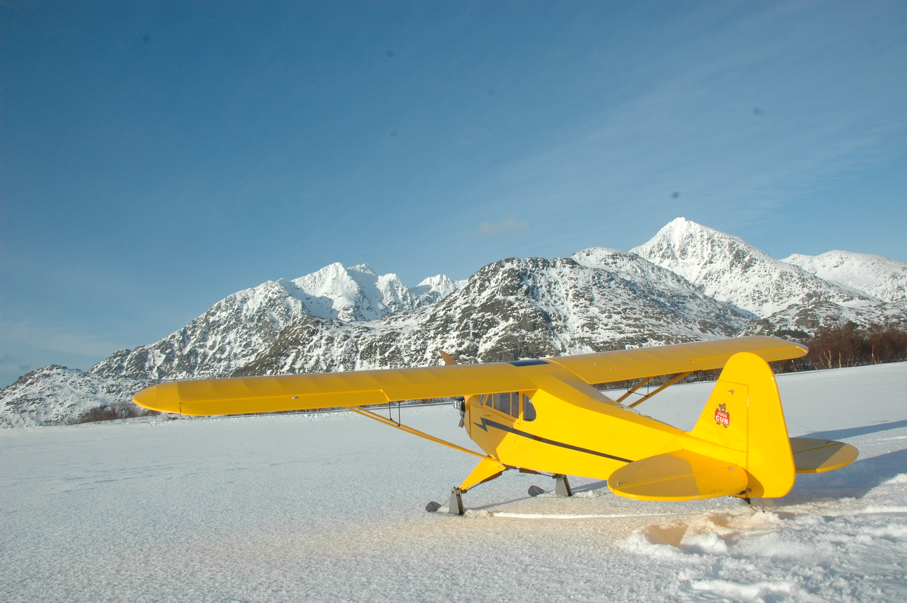 Hobbyking Piper J-3 Cub 1 20 Glow 2310mm (ARF)