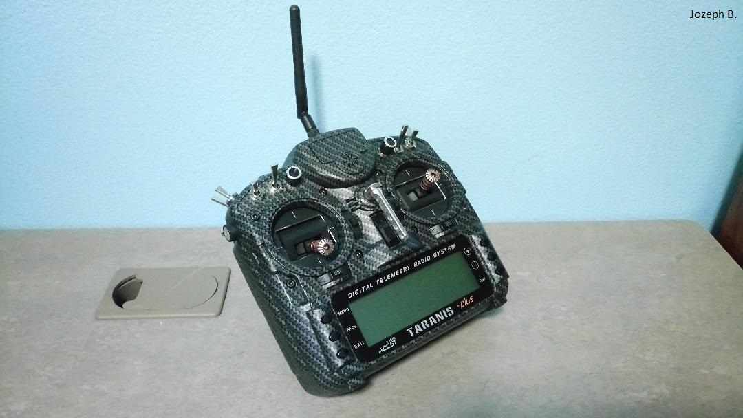 FrSky 2 4GHz ACCST TARANIS X9D PLUS Special Edition (M2) (International)  (Carbon Fiber) (US Plug)